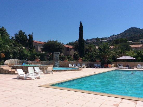 Residence Benista: La piscine