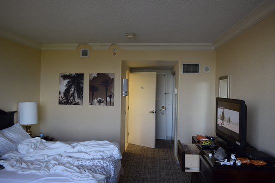 Renaissance Fort Lauderdale-Plantation Hotel: Sorry about the messy bed!