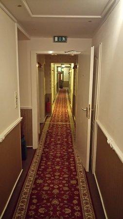 Hotel-Pension Savoy near Kurfurstendamm: Hotel hal