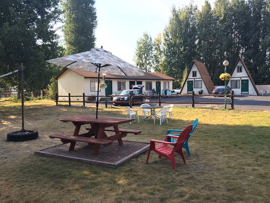 Fort Klamath, OR: Picnic tables