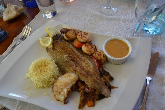 Nage de poissons photo de restaurant l 39 oc an le bois for Poisson a la plancha