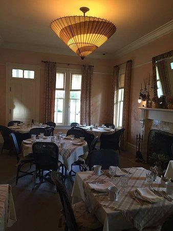 Upper Lake, CA: Hotel dining room