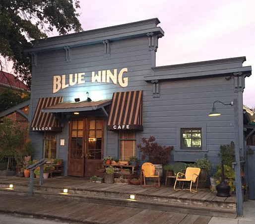 Upper Lake, CA: Blue Wing Saloon next to the hotel