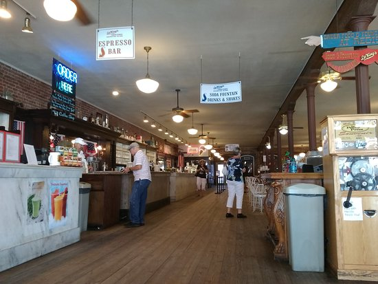 La King's Confectionery: Big place,lots of goodies!!