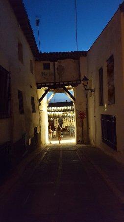 Plaza Mayor de Chinchón: 20160903_211407_large.jpg