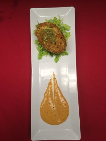 Beachside Bar & Grill: stuffed avocado with crab meat and chipotle sauce