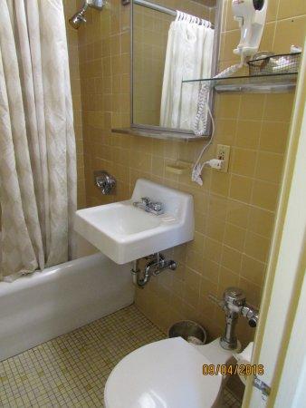 The Boston Common Hotel and Conference Center: small bathroom