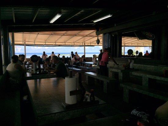 ジェフズ パイレーツ コーブ, 店内から見える青い海