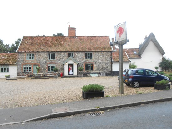 Attleborough, UK: Caston Red Lion - Just round the corner is an iconic medieval Norfolk church.church
