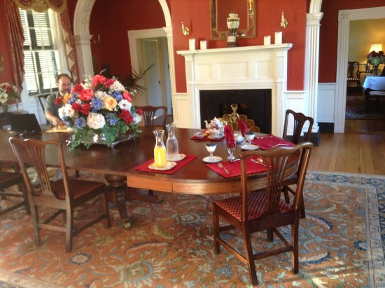 King George, VA: A beautiful breakfast is served at Belle Grove.