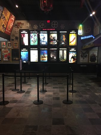 Woodridge, IL: Hollywood Blvd, A Cinema, Bar & Eatery