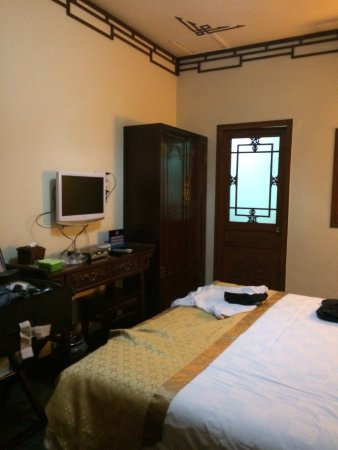 Soluxe Sunshine Courtyard Hotel: Very pokey