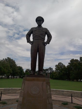Dwight D. Eisenhower Library and Museum: Eisenhower Statue