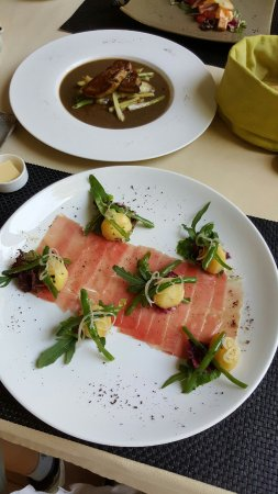 Abacus Restaurant, Garden & Bar: Sliced tuna