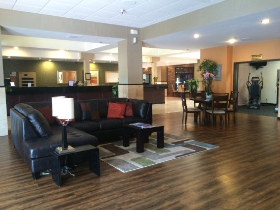Windemere Hotel & Conference Center: Lobby and fitness center