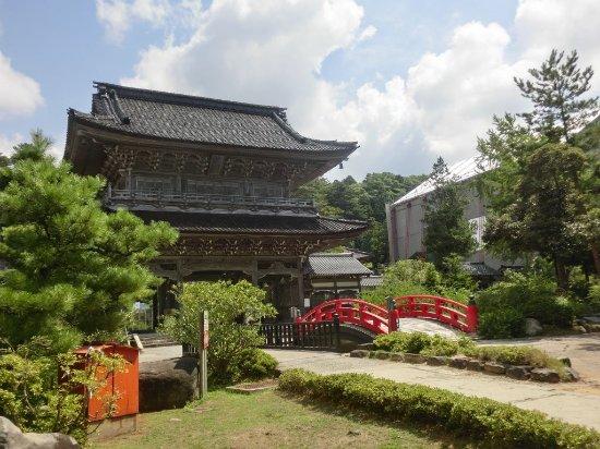 Daihonzan Soujiji Soin : 總持寺祖院 山門 右手に修復中の仏殿が見えます