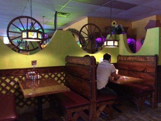 Painesville, OH: Inside restaurant
