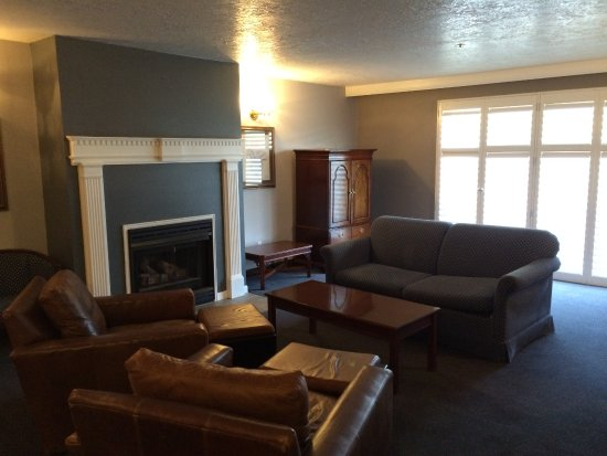 Best Western Corvallis: Sitting area is a separate room from the bedroom. Double french doors open onto balcony