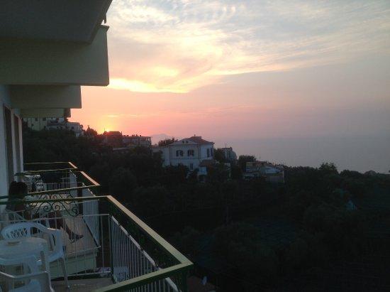 Il Nido Hotel Sorrento: שקיעה ממרפסת החדר