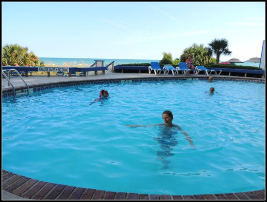 Mystic Sea Resort: pool was clean and warm with beautiful ocean view