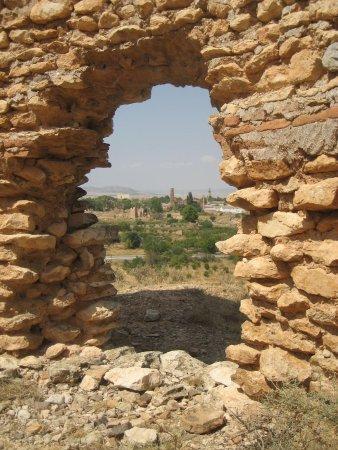 Belchite : Las vistas del pueblo viejo desde la pared de las casas cueva