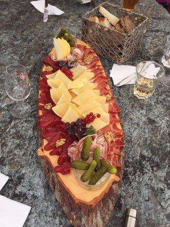 Saint-Luc, Suiza: Belle présentation pour l'assiette valaisanne