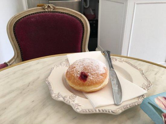 Essendon, Australie : Raspberry jam donut