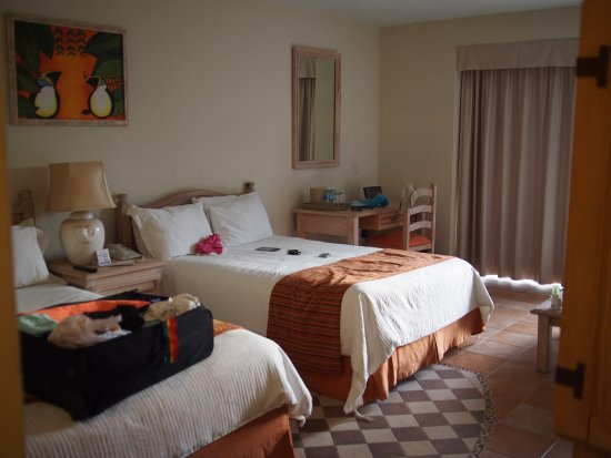 Nettes AI Ressort mit Zimmern in kleinen Gebäuden (keine Bettenburg)