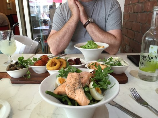 Wilsons Bar at the Wynnstay Hotel & Spa: tapas and salad
