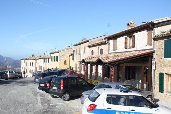 Frontone, إيطاليا: via con locande per pranzare