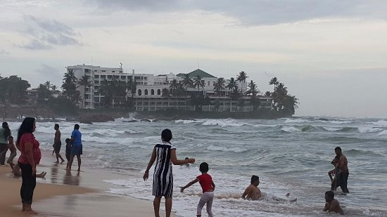 The Mount Lavinia Hotel in the background, the Mount Lavinia Beach