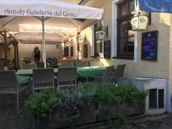 Hotel Goldener Adler: nice garden terrace for food an drinks