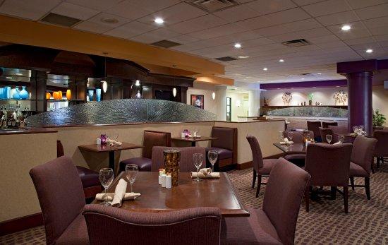 Doubletree Suites by Hilton Hotel Cincinnati - Blue Ash : The Bistro Restaurant