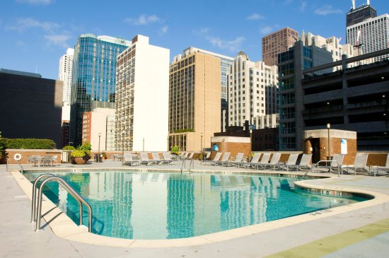 Doubletree by Hilton Chicago Magnificent Mile: Seasonal Outdoor Pool