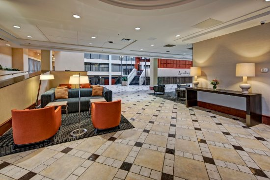 Hilton Knoxville Airport: Lobby