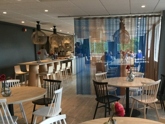 Sortland, Norveç: Super retro dining room with buffet area and bar