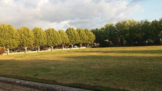 Jouques, فرنسا: 20160907_192122_large.jpg