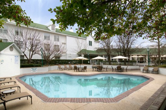 DoubleTree by Hilton Hotel Raleigh-Durham Airport at Research Triangle Park: Outdoor Pool