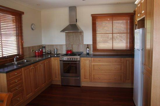 Eleanor River Homestead - Kangaroo Island: kitchen