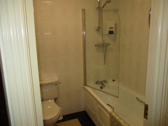The Charles Stewart Dublin: A fürdőszoba naponta tisztított és a törölközőket is cserélik.
