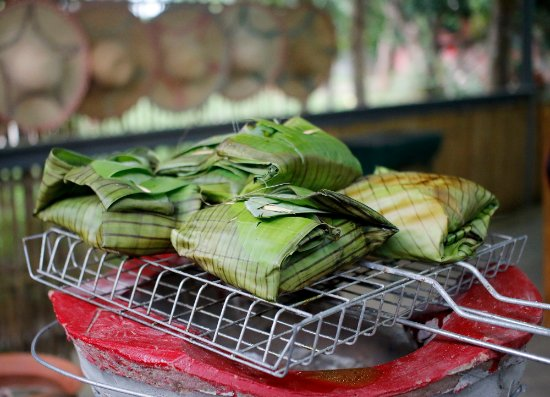 Saraphi, Thailand: Abb Pla (Fish in the curry paste wrap with banana leaf