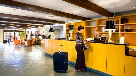 Doubletree by Hilton Tucson - Reid Park: Hotel Lobby