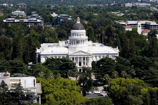 DoubleTree by Hilton Hotel Sacramento: CA State Capitol Building
