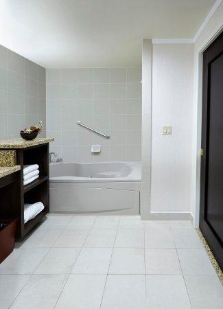 Claremont, Californien: Suite Bathroom