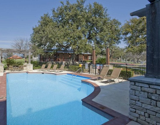 DoubleTree by Hilton Austin - University Area: Outdoor Pool