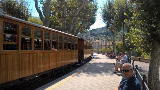 Stil Bonsai Hotel: Part of the island Tour - train&tram to the Orange&Lemon Groves of Soller