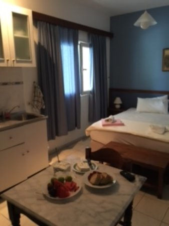 Zola, Grecia: Studio has bed and couch