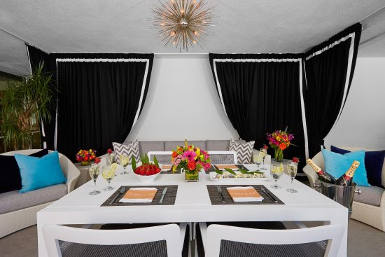 The Beverly Hilton: VIP Cabana