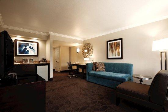 Hilton Durham near Duke University: 1 Queen Alcove Suite