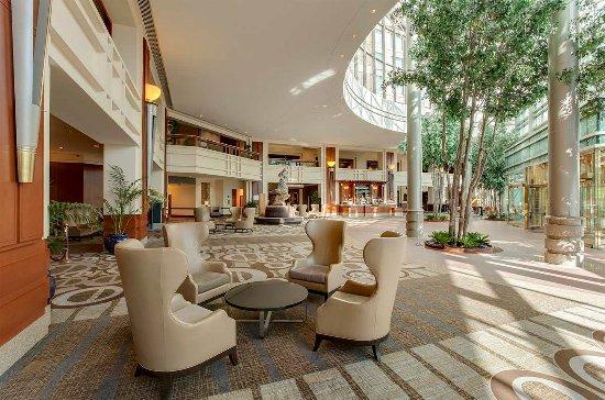 Hilton Boston Logan Airport: Hotel Lobby